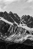 Svartvita molniga berg Arkivbilder