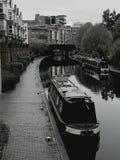 Svartvitt av den birmingham kanalen royaltyfri bild