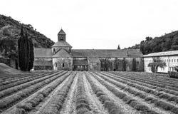 Svartvitt foto av Abbey Senanque av Provence Royaltyfria Bilder