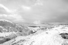 Svartvitt foto av det insnöade ASO-berget Royaltyfria Foton