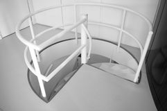 Svartvitt foto för historisk spiral trappa Arkivfoton