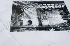 Svartvitt foto med brutet exponeringsglas Royaltyfri Fotografi