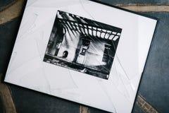Svartvitt foto med brutet exponeringsglas Royaltyfri Bild