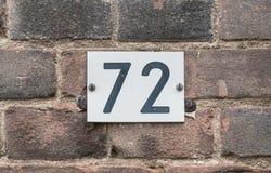 Svartvitt hus nummer 72 Royaltyfria Bilder