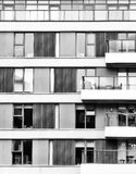 Svartvitt stadsbyggande Royaltyfria Bilder
