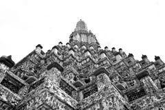 Svartvitt uprisen vinkeln av Phra Prang Arkivbilder
