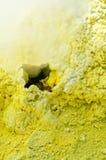 Svavel av den Ebeko vulkan, Paramushir ö, Kuril öar, Russ Arkivbilder