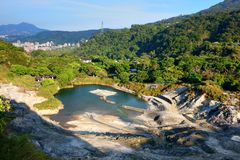 Svaveldal i den Yangmingshan nationalparken arkivbilder