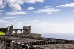 Svavelkullefästning i St Kitts Arkivbild