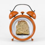Sveglia arancio con il concetto del pane del pane tostato isolata su fondo bianco Fotografia Stock Libera da Diritti