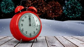 Sveglia che conta alla rovescia alla mezzanotte per il nuovo anno archivi video