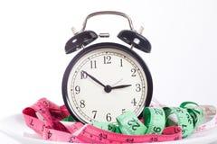 Sveglia classica con nastri adesivi di misurazione Immagini Stock
