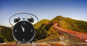 Sveglia con i piccoli minuti all'orologio del ` di dodici o Fotografie Stock Libere da Diritti