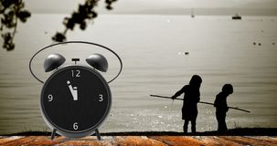 Sveglia con i piccoli minuti all'orologio del ` di dodici o Fotografia Stock Libera da Diritti