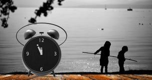 Sveglia con i piccoli minuti all'orologio del ` di dodici o Immagini Stock Libere da Diritti