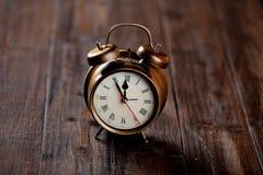 Sveglia d'annata con la campana Fotografia Stock