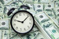 Sveglia e soldi Fotografia Stock