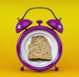 Sveglia rosa con il concetto del pane del pane tostato isolata su fondo giallo Fotografia Stock Libera da Diritti