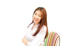 Sveglio di una ragazza sicura su fondo bianco Fotografia Stock