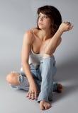 Sveglio in jeans strappati Immagini Stock Libere da Diritti