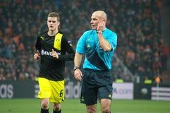 Sven Bender en Howard Webb in het Champions League Royalty-vrije Stock Fotografie