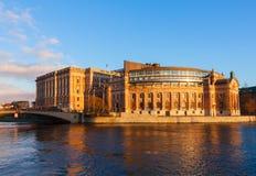 Svensk parlament på natten Arkivfoton