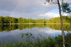 Svensk sjö med regnbågen Royaltyfri Bild