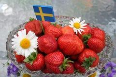 Svensk solståndefterrätt - söta jordgubbar Royaltyfri Foto