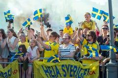 Svenska fotbollsfan firar de europeiska mästarna Royaltyfria Bilder