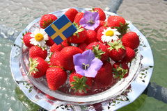 Svenska jordgubbar för solstånd Arkivbild
