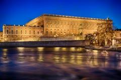 Svenska Royal Palace i Stockholm vid natt Arkivbilder