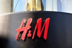 SVENSKEN SÄLJA I MINUT STRE H&M royaltyfria foton