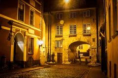 Svensken utfärda utegångsförbud för i gamla Riga - berömd europeisk stad var turister kan finna en unik atmosfär av medeltid Arkivbilder