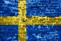 Svenskflagga över den gamla väggen Royaltyfria Bilder