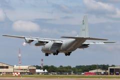 Svenskt flygplan för flygvapenFlygvapnet Lockheed C-130H Hercules militärt transport Arkivfoton