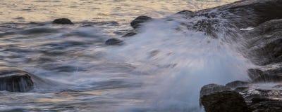 Svepa för vågor arkivfoton