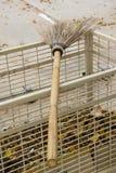 svepande kvast för pinne för kokosnöt för bladform Arkivfoton