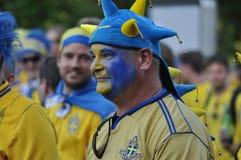 Sverige fan som rotar för deras lag Arkivbilder
