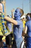 Sverige fans som rotar för deras lag Arkivbilder