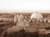 Sverige Stockholm globen härlig hotairbaloon för stadscapitalcitysepia som flyger den oerhörda arenan Arkivbild