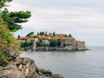 Sveti斯蒂芬关闭海岛在日落 黑山,阿德里亚 图库摄影