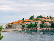 Sveti斯蒂芬关闭海岛在日落 黑山,阿德里亚 库存图片