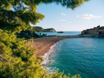 Sveti斯蒂芬关闭海岛在日落 黑山,阿德里亚 免版税库存图片