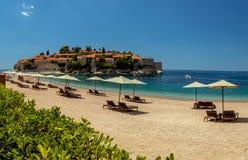 Sveti斯蒂芬海岛在布德瓦在一个美好的夏日, Monteneg 免版税库存图片