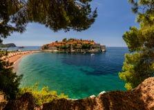 Sveti Stefan ö i Budva i en härlig sommardag, Montenegro royaltyfria foton