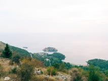 Sveti Stefan, Ansicht vom Berg Lizenzfreie Stockfotos