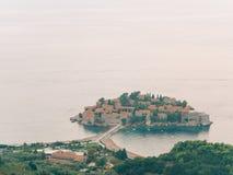 Sveti Stefan, Ansicht vom Berg Lizenzfreies Stockbild