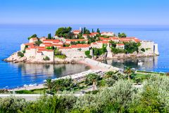 Sveti Stefan, Budva, Montenegro und adriatisches Meer Stockfotografie
