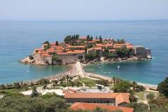 Sveti Stefan en härlig holme och ett lyxigt hotell tillgriper budva montenegro royaltyfria bilder