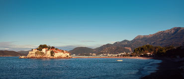 Sveti Stefan, ilhota pequena e recurso em Montenegro imagem de stock